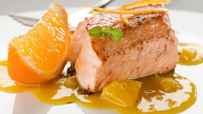 SALMON A LA NARANJA CON SALSA DE AGUAYMANTO | Winkul Gourmet
